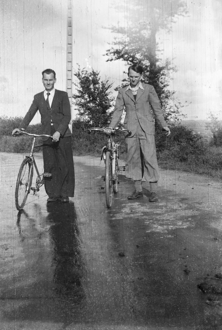 Les très grand pantalon, même pas incompatible avec le vélo !