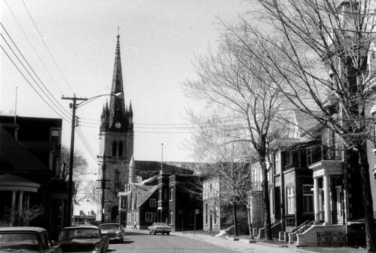 Trois-Rivières : rue Bonaventure et cathédrale (XIXe) - 16 avril 1968