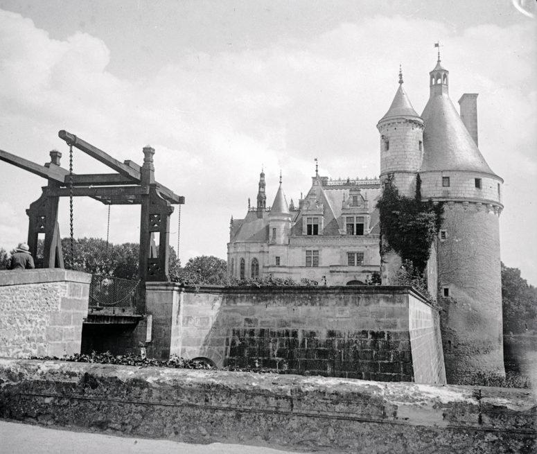 Chenonceau - Tour et pont-levis