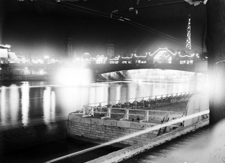 Le Pont Alexandre III et la Tour Eiffel