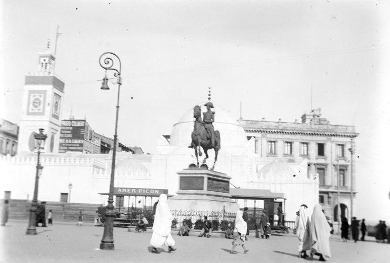 Place du gouvernement, la statue du Duc d'Orléans, aujourd'hui à Neuilly-sur-Seine