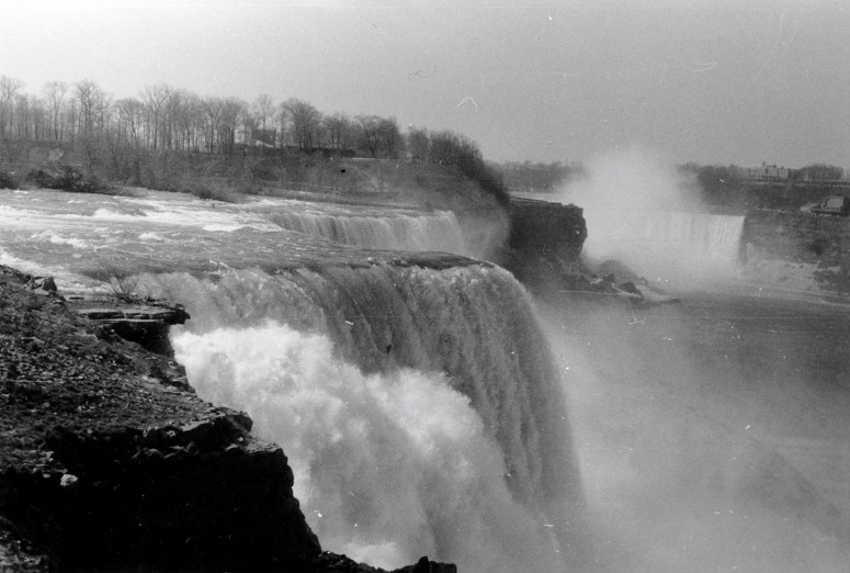 Les chutes du Niagara (rive amériaine) 14 avril 1968