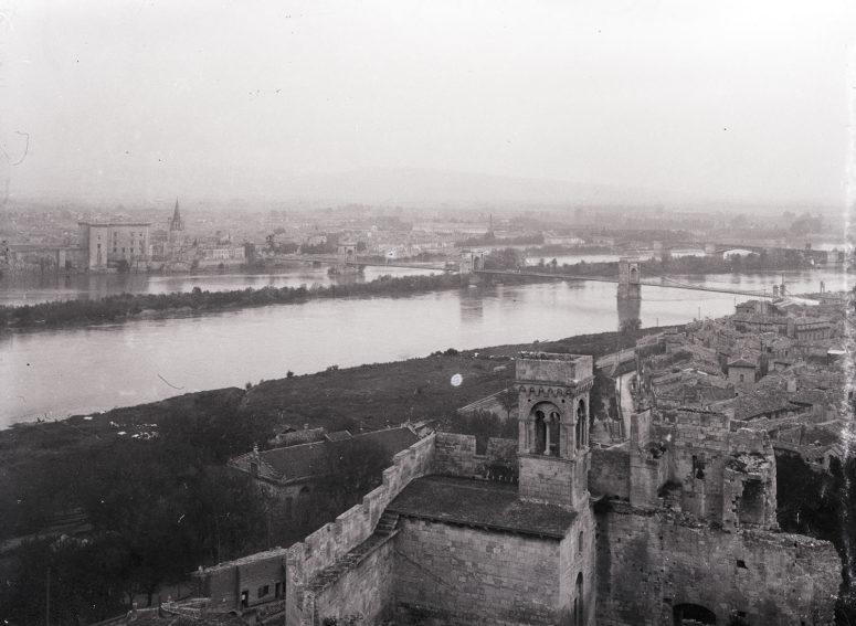 Beaucaire, le château, et vue sur le Rhône et Tarascon