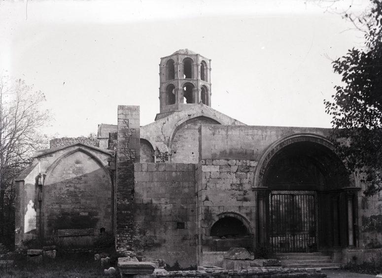 Arles, les Alyscamps, l'église St-Honnorat