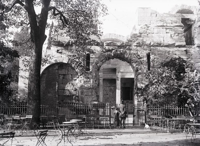 Nîmes, les Jardin de la Fontaine, le Temple de Diane