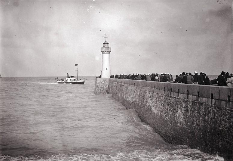 Le Steamer passe le phare