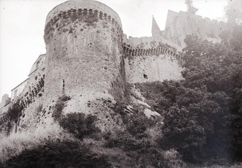 Les fortifications et l'abbaye