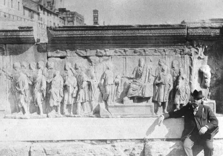 les plutei de Trajan, bas-relief qui sera installé dans la Curie Julia dans les années 30