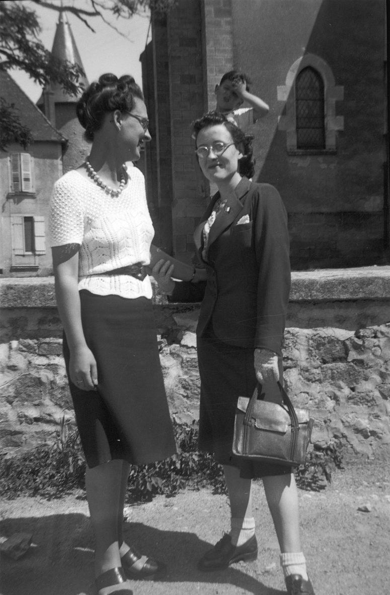 Jeunes femmes à la mode, années 40