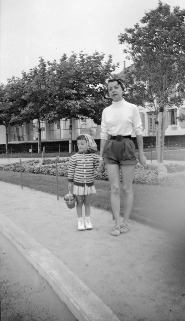 Une maman et sa fille, années 40