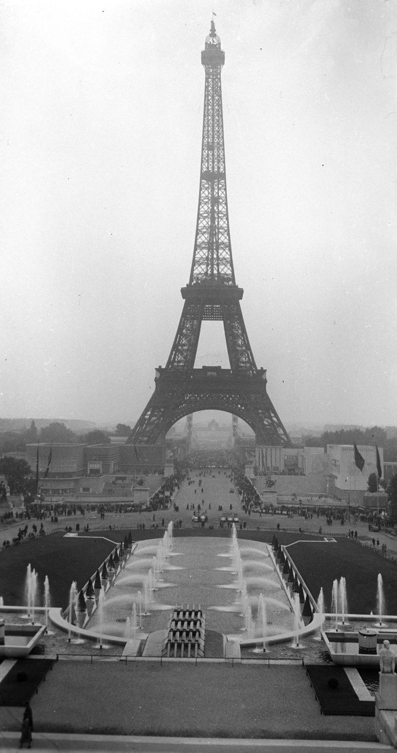 Les bassins du Trocadéro et la Tour Eiffel