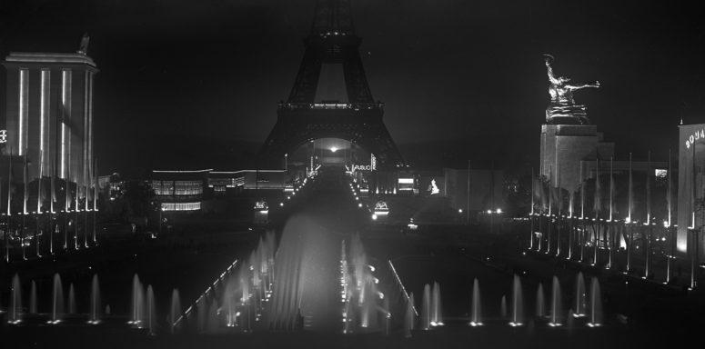 Les bassins du Trocadéro et la Tour Eiffel de nuit