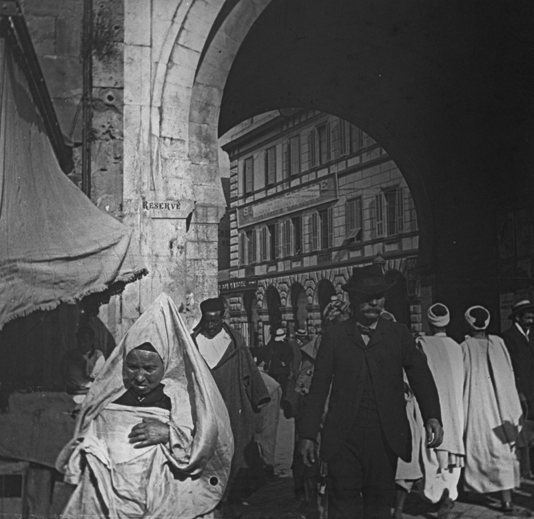 Tunis - Porte de France - Une juive