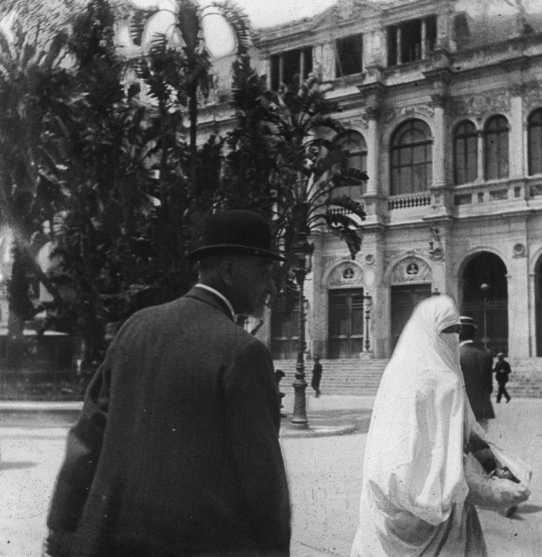 Tunis - Théâtre et femme juive