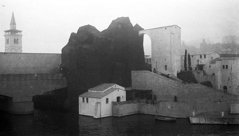 La Corse et la tour des États du Levant