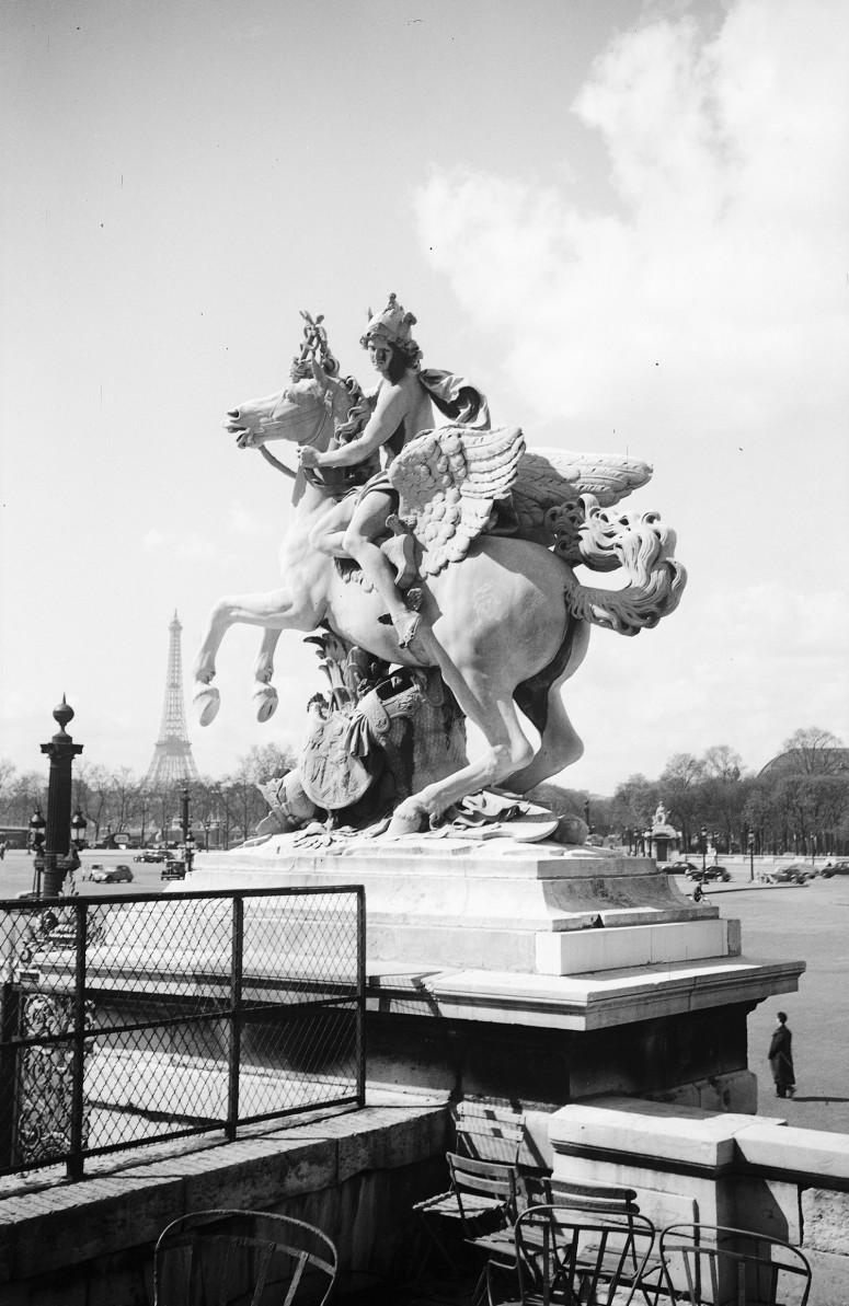 La Renommée et Mercure montés sur Pégase, place de la Concorde
