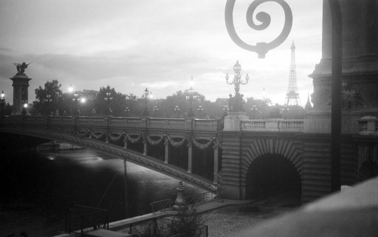 Le Pont Alexandre III au soleil couchant