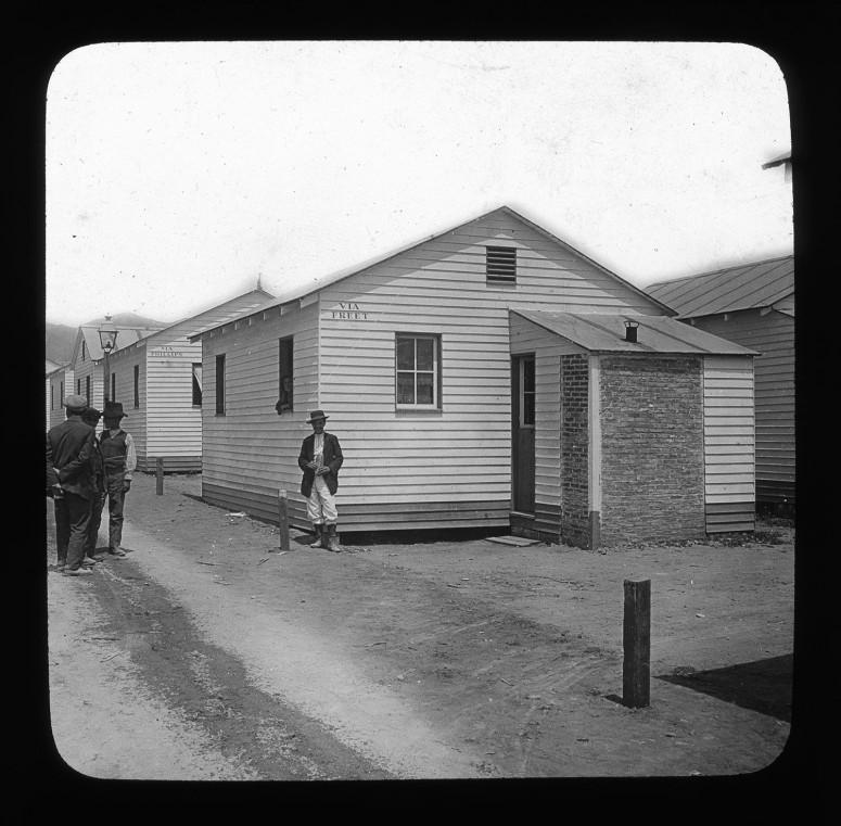 Village construit par les américains