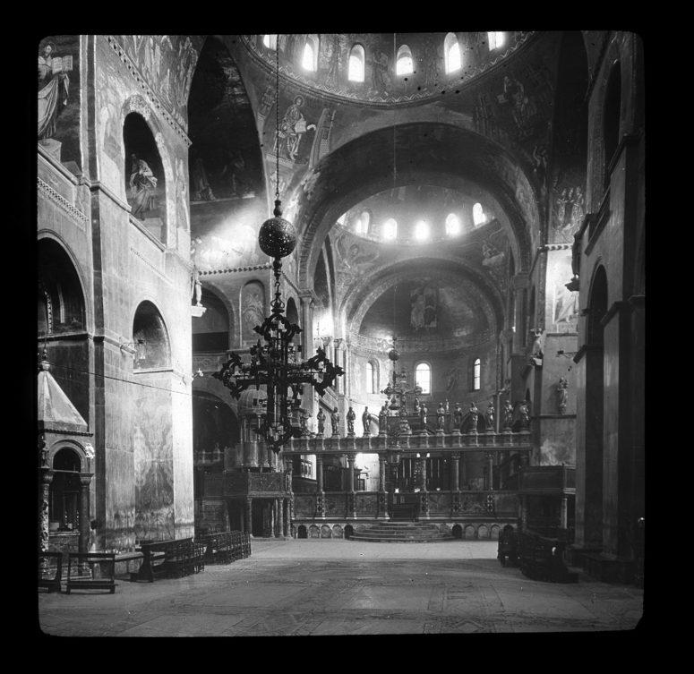 Église Saint-Marc, intérieur