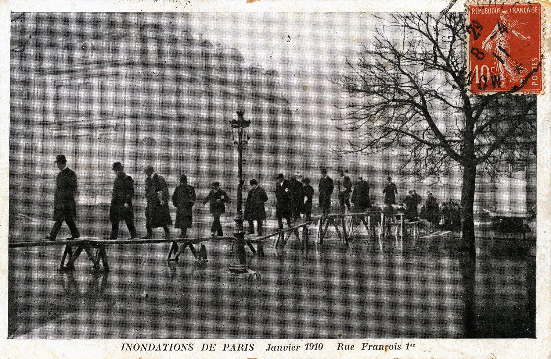 La crue de la Seine à Paris (1910) en cartes postales — Le chronoscaphe