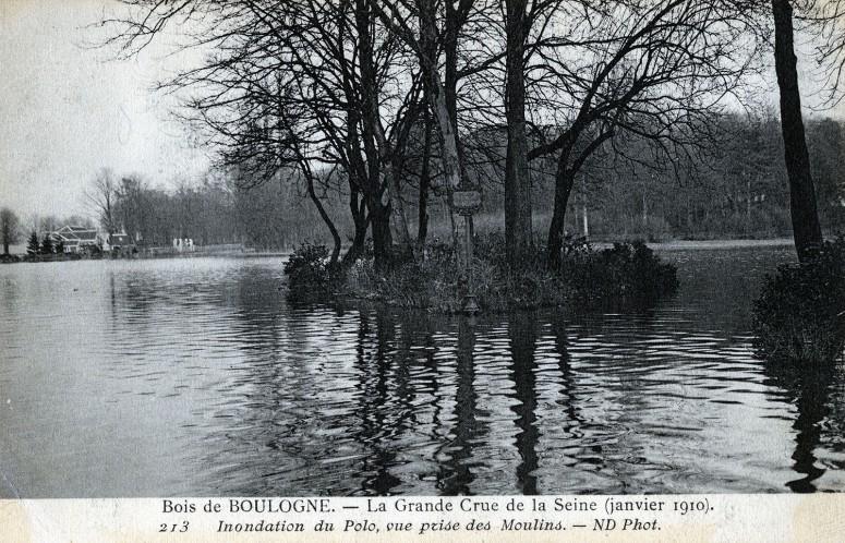 Bois de Boulogne - La Grande Crue de la Seine (janvier 1910) Inondation du Polo, vue prise des Moulins