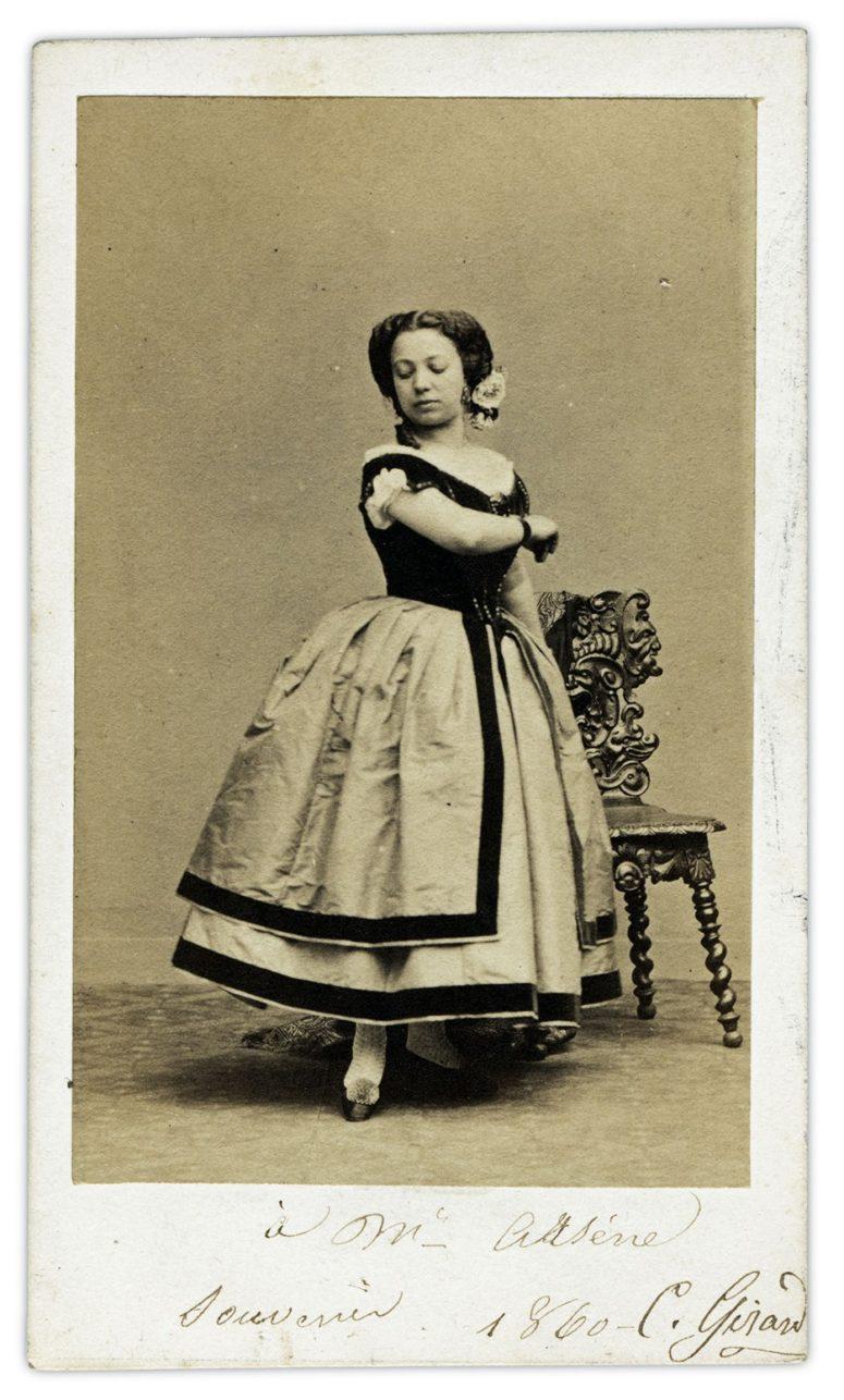 Portrait d'une artiste lyrique  Disderi & Cie  Photographes de S. M. L'Empereur  8, Boulevard des Italiens  Paris Collection B.D.