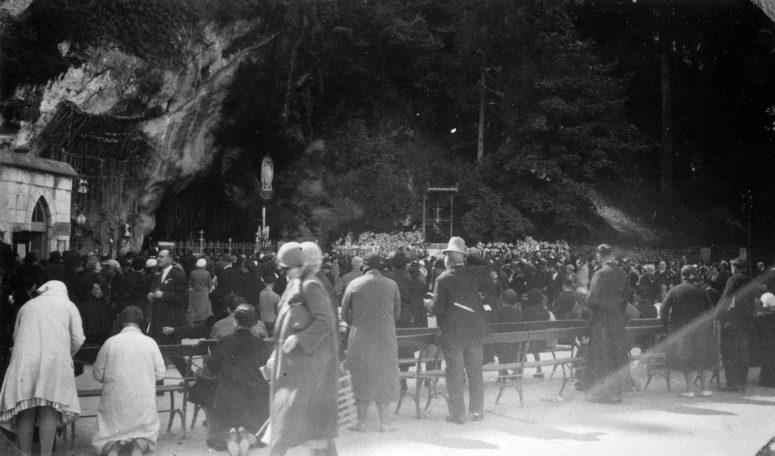 La grotte de Massabielle, Lourdes, 1931