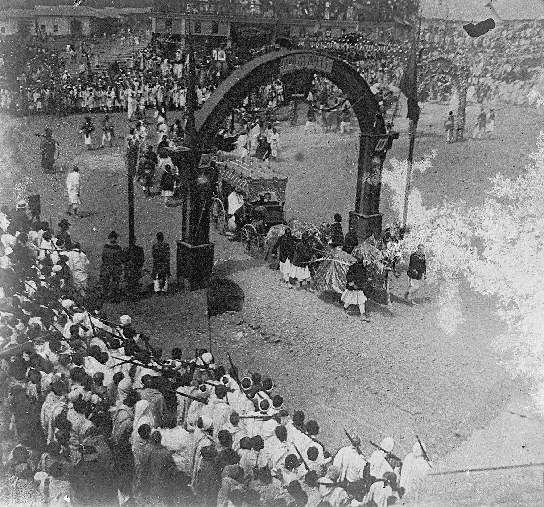 Couronnement char des dames d'honeur 12 février 1917