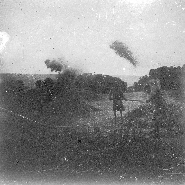 Aranssi Alila Abyssinie Vanage du grain au vent 1916