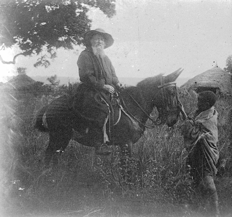 Père J. arrivé en Abyssinie en 1882 missionnaire 1916