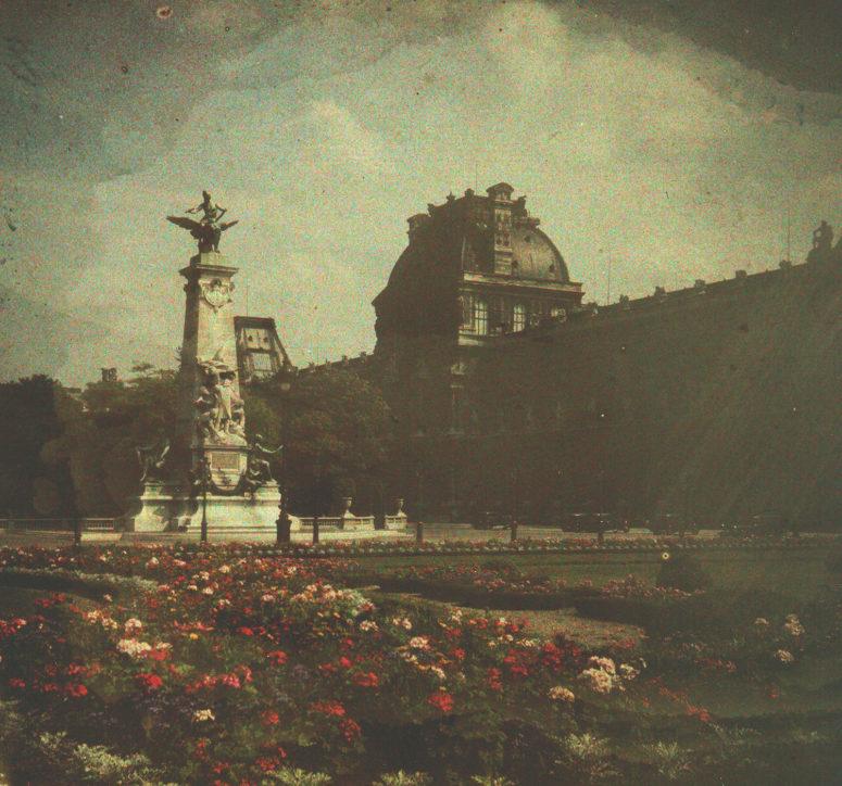 Jardins du Carrousel, et le <em>Monument à Gambetta</em> par Jean-Paul Aubé