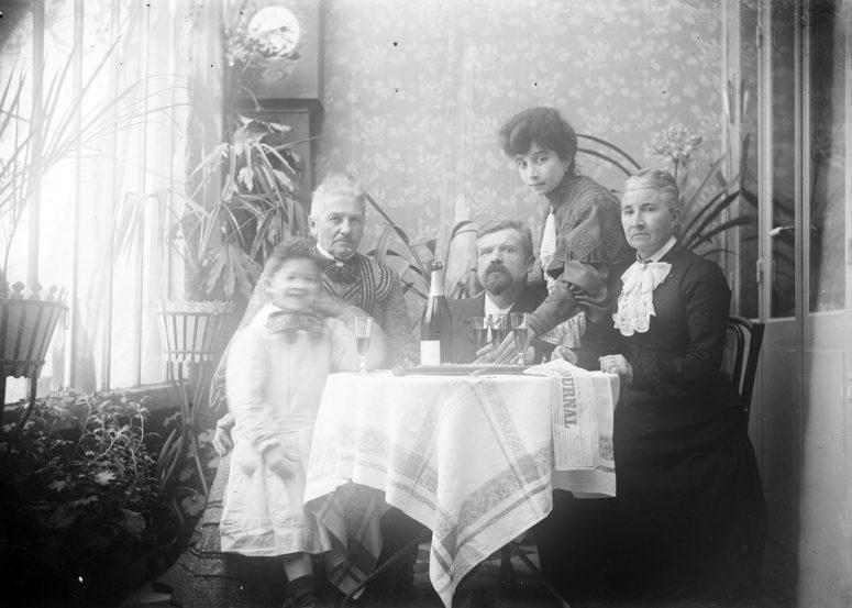 Mode féminine autour de 1900