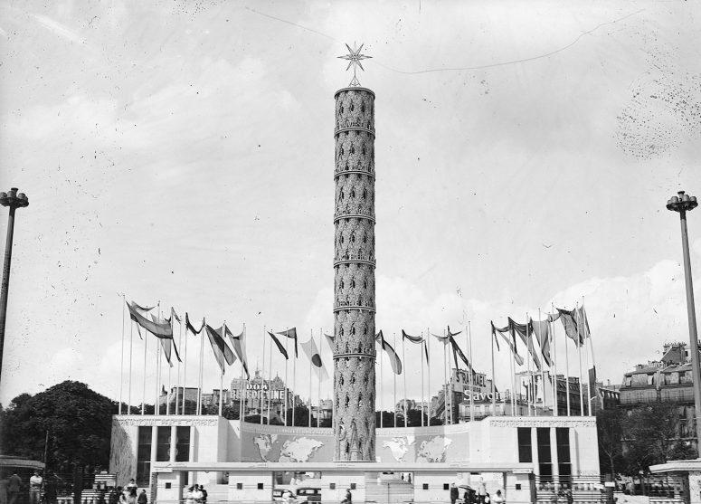 Le Monument de la Paix, place du Trocadéro